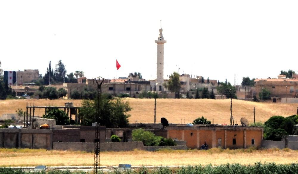 Telabyad'a iki Türk bayrağı asıldı