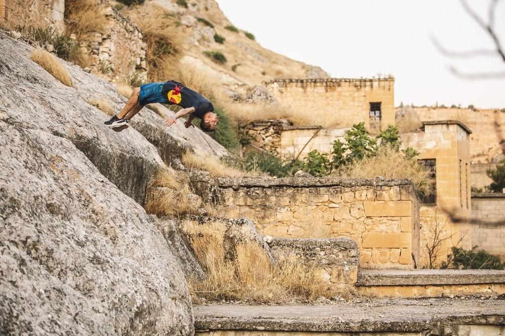 Dünyaca ünlü sporcu Halfeti'de akrobasi şovu yaptı