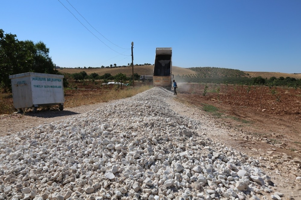 Haliliye'de yol yapım çalışması devam ediyor