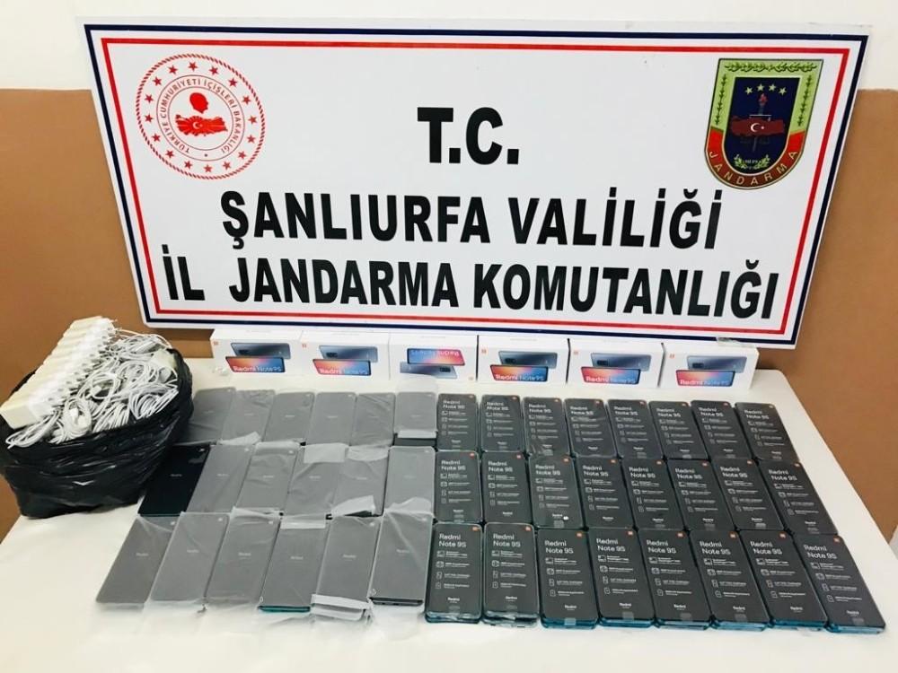 Şanlıurfa'da 102 adet kaçak cep telefonu ele geçirildi