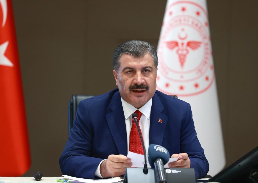 """Sağlık Bakanı Koca: """"Şeffaf olmaya gayret gösteriyoruz"""""""