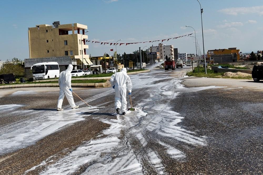 Viranşehir'de caddeler arındırıldı