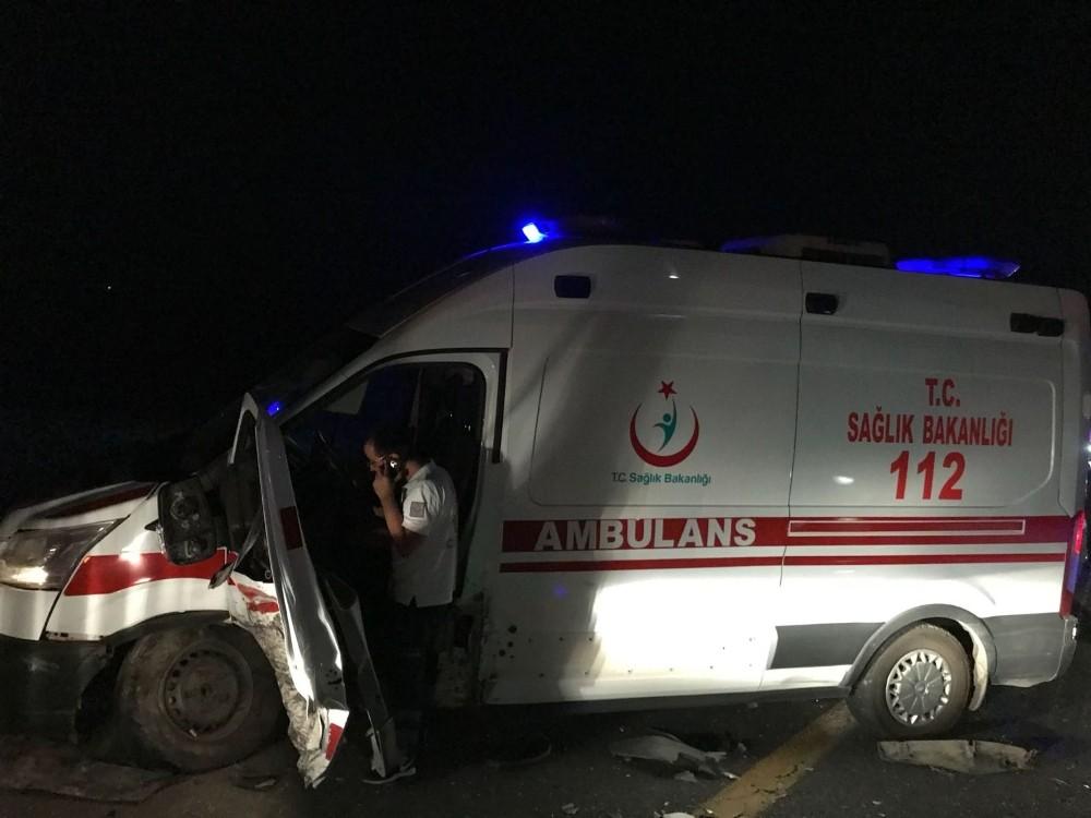 Ambulans da kazaya karıştı: 7 yaralı