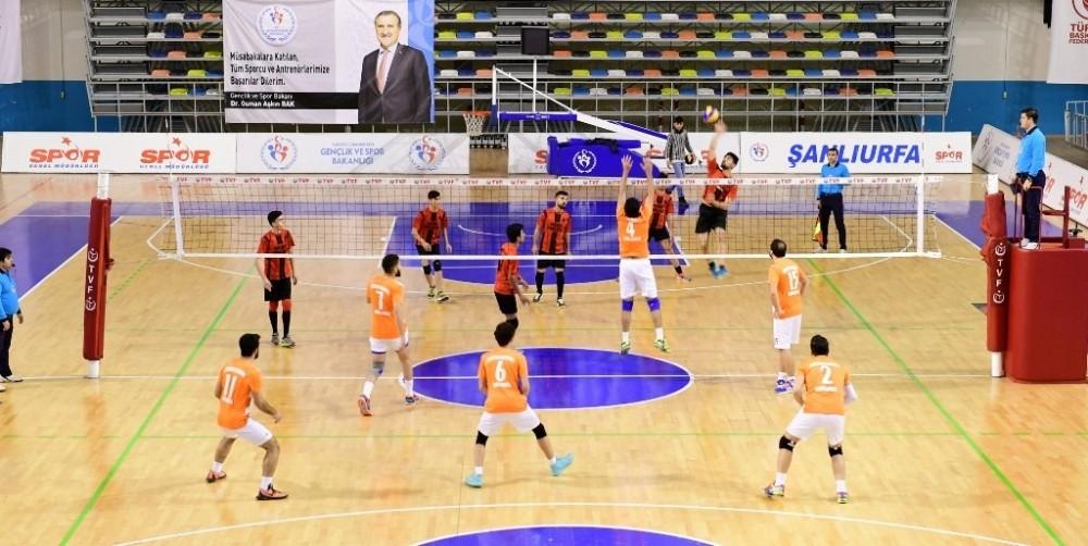 Büyükşehir, voleybolda namağlup şampiyon