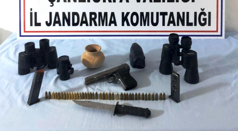 Birecik'te tarihi eser silah ve mühimmat ele geçirildi