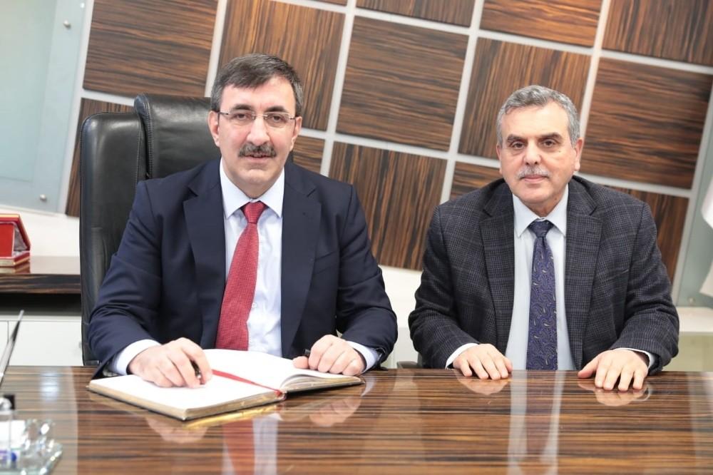 Ak Parti Genel Başkan Yardımcısı Yılmaz belediyeyi ziyaret etti