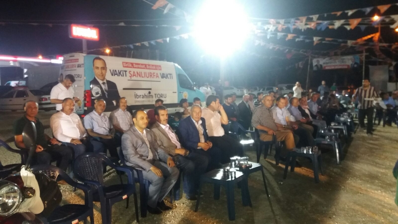 Ak Parti Şanlıurfa Milletvekili Adayı İbrahim Torunun seçim bürosunda Kadir Gecesi nedeniyle mevlid-i şerif programı düzenlendi.