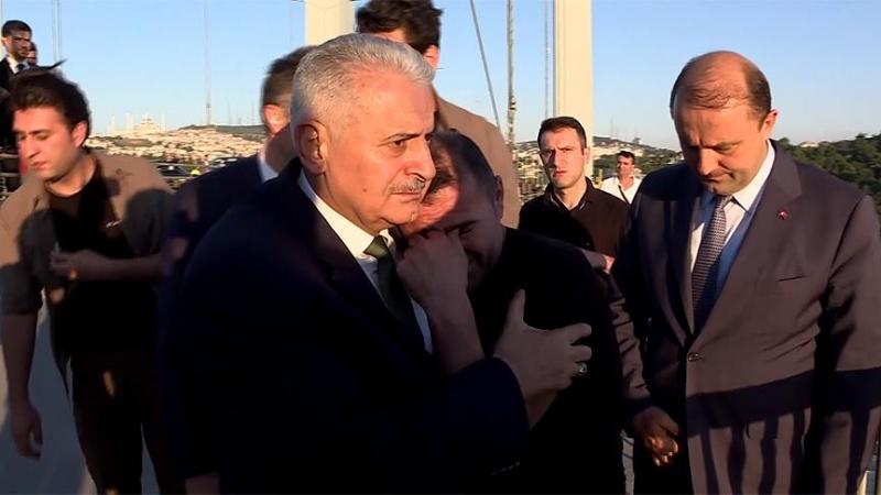 Başbakan Yıldırım Vatandaşı İntihardan Vazgeçirdi