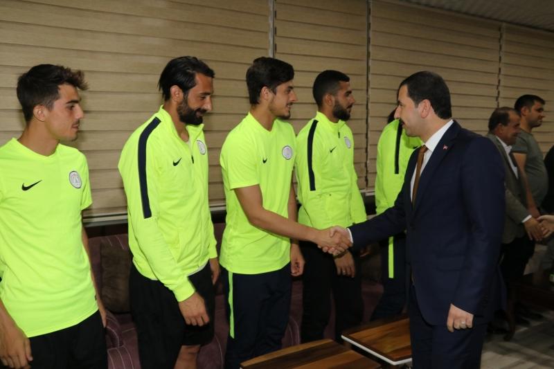 Başkan Baydilli'den Karaköprü Belediyespora'a Moral Ziyareti