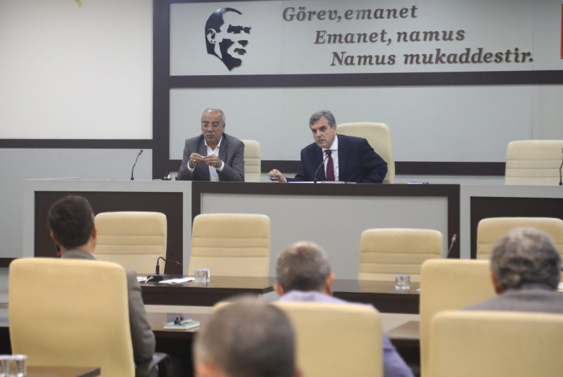 Başkan Beyazgül Büyükşehir Yönetimi İle Toplantı Düzenledi