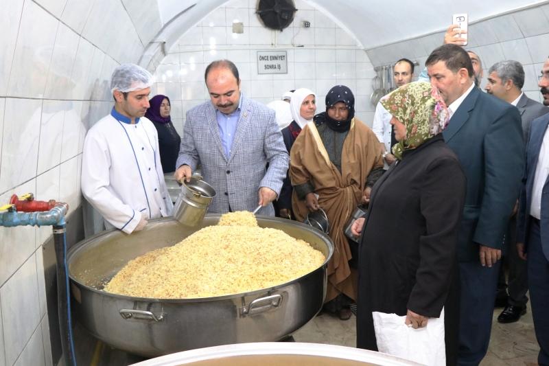 Başkan Çiftçi Aşevinde Yemek Dağıttı