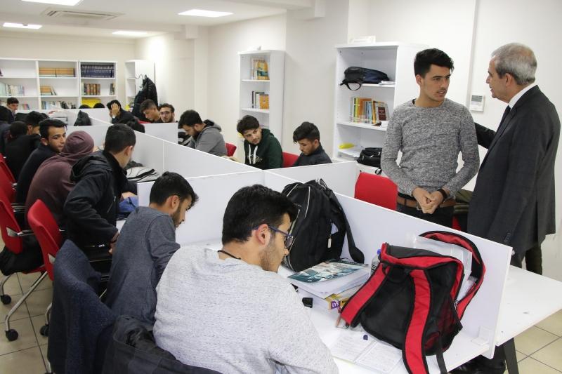 Başkan Demirkol'dan Ders Çalışan Gençlere Gece Ziyareti