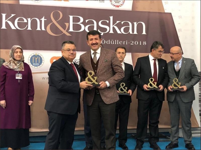 """Başkan Ekinci'ye """"Yılın Belediye Başkanı"""" Ödülü"""