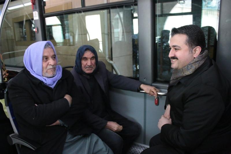 Başkan Yıldız, Halk Otobüsünde Vatandaşlarla Sohbet Etti