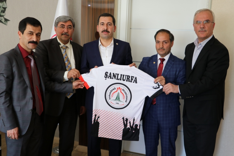 Bilek Güreşi Takımı Kupayı Başkan Baydilli: ye Takdim Etti