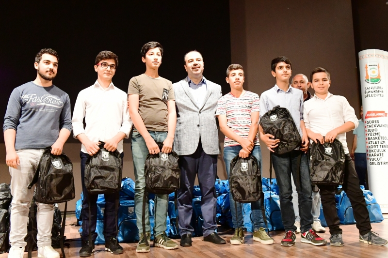 Birinci Olan 700 Öğrenci Ödüllerini Büyükşehir den Aldı