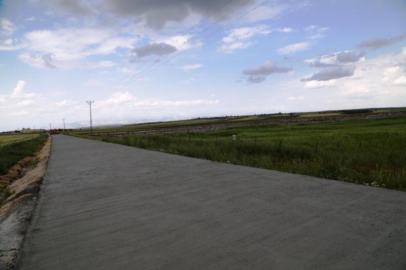 Büyükşehir;den Hilvan;da Beton Yol Atağı