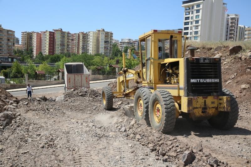 DOĞUKENT'TE YENİ YOLLAR KAZANDIRILIYOR