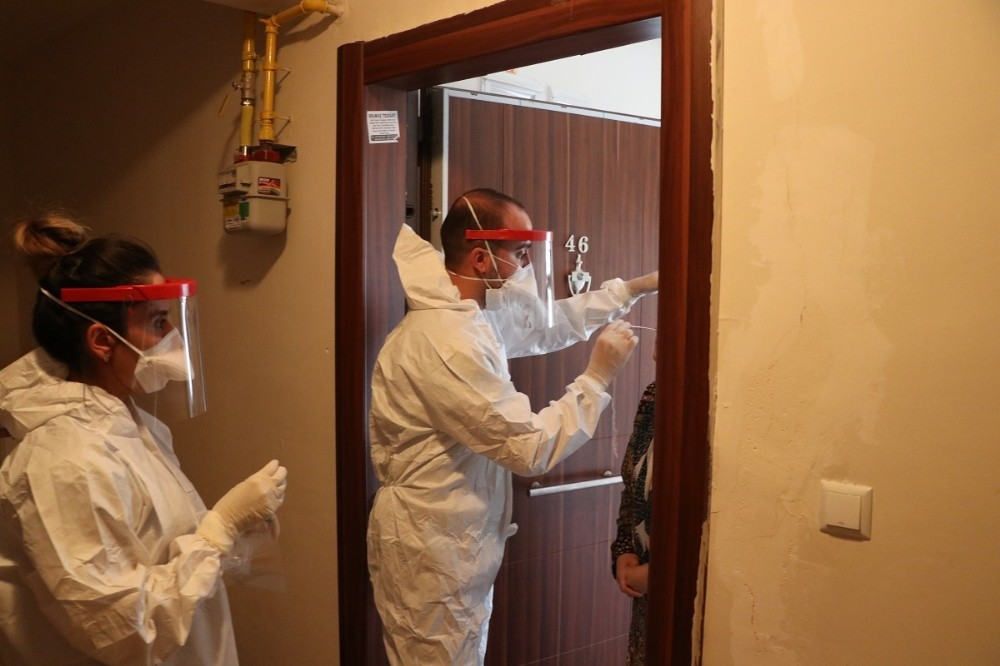 Şanlıurfa'da mobil sağlık ekipleri koronayla mücadele ediyor