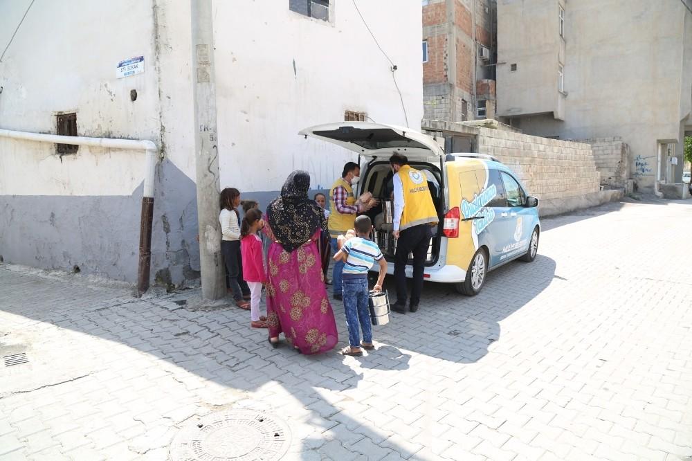 Haliliye'de vatandaşlara gıda desteği