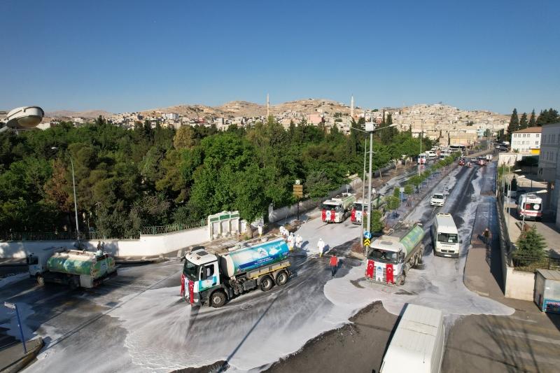 Eyyübiye'de cadde ve sokaklar dezenfekte edildi