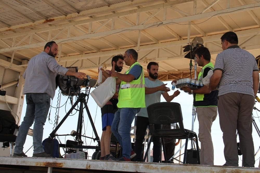 Sınırda görev yapan basın mensuplarına yemek ikramı
