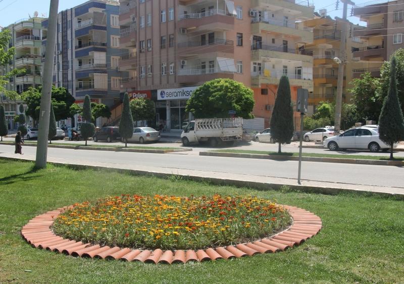 Haliliye Belediyesi Parkları Çiçeklerle Süslüyor