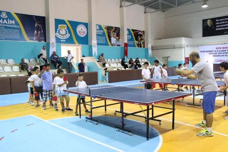 Haliliye'de masa tenisi kursuna çocuklardan yoğun ilgi