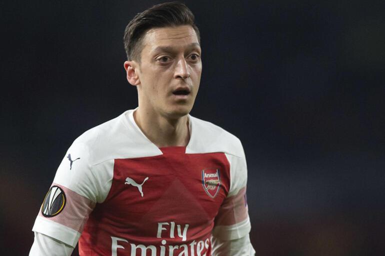 İngiltere'de gündem Mesut Özil: ″Rekor ücretle geldi, bedavaya gidiyor!″