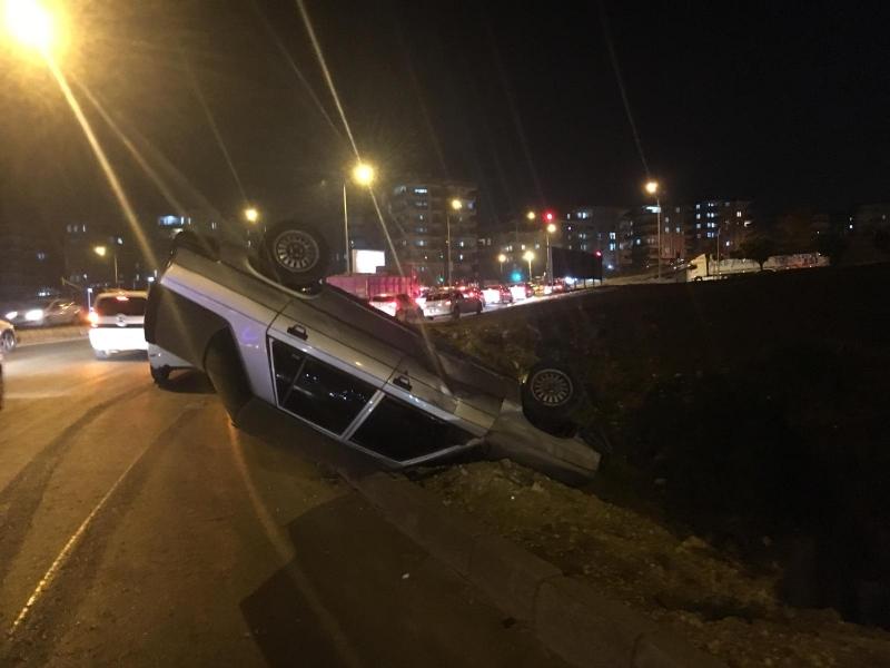 Karaköprü'de araç takla attı