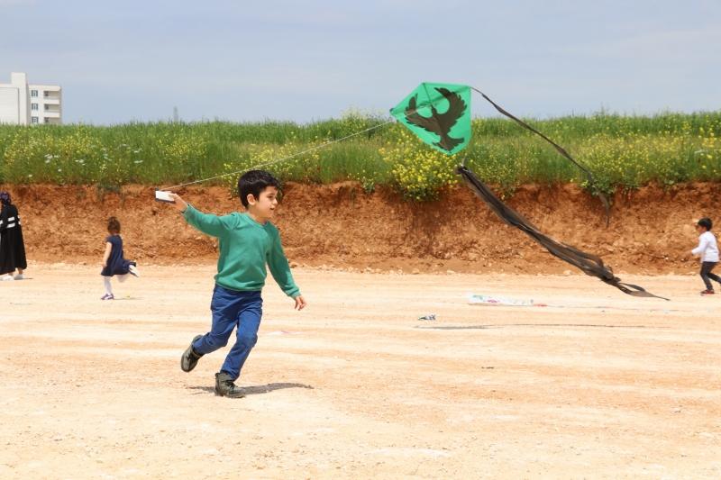 Karaköprü'de Çocuklar Uçurtma Şenliğinde Eğlendi
