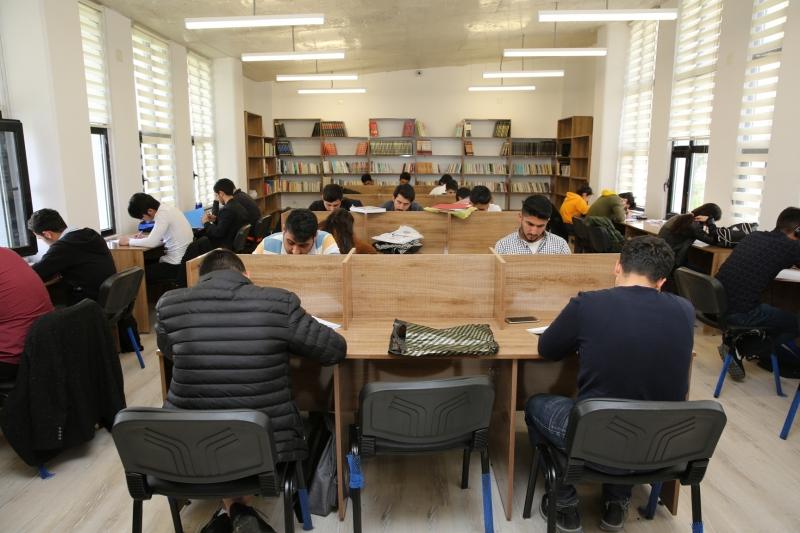 Karaköprü'de Gençler Sınavlara Okuma Evlerinde Hazırlanıyor
