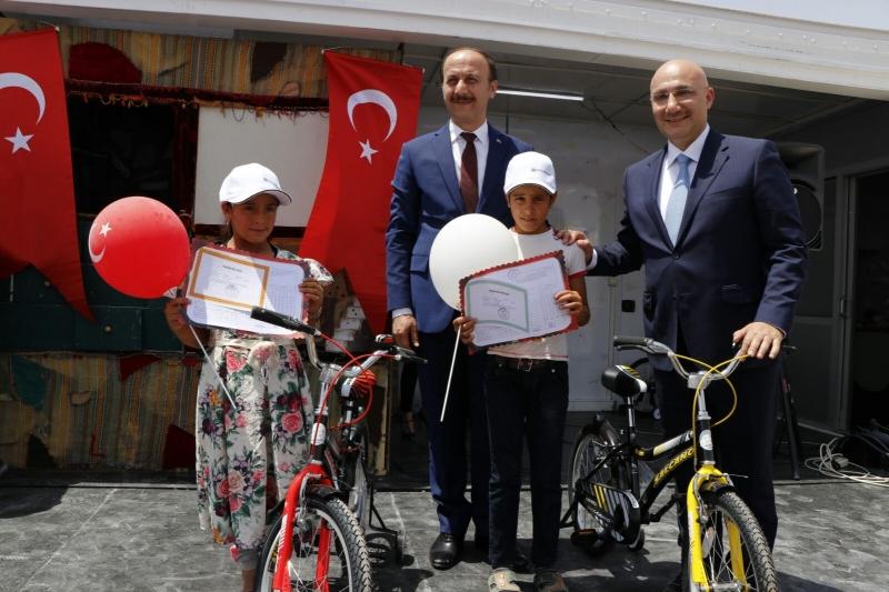 Karneleriyle Birlikte Bisikletlerini Aldılar