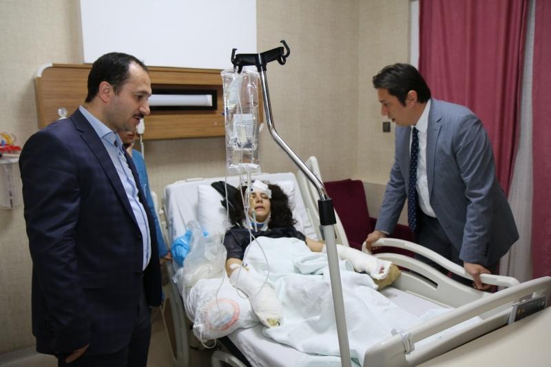 Sağlık Bakanlığı Kamu Hastaneleri Genel Müdürlüğü Daire Başkanı ve İl Sağlık Müdürü Kazada yaralananları ziyaret etti.