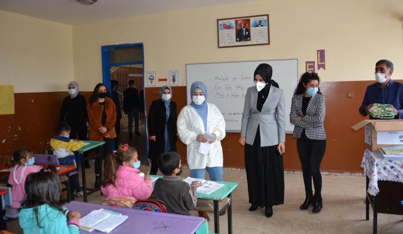 Siverek'te 'Çocuklar Gülsün Projesi' bir ayda 250 öğrenciye ulaştı