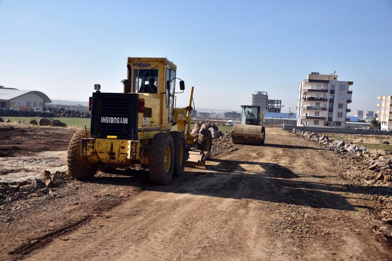Siverek'te yeni yerleşim alanlarında yol yapım çalışmaları sürüyor
