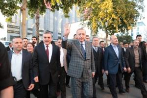 Cumhurbaşkanı Erdoğan Şanlıurfa'da Halkın İçinde Dolaştı