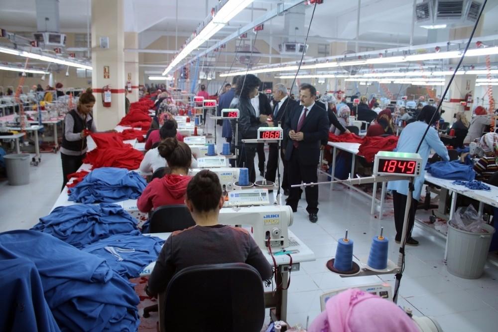 Birecik'teki tekstil fabrikası kadın istihdamına katkı sağlıyor