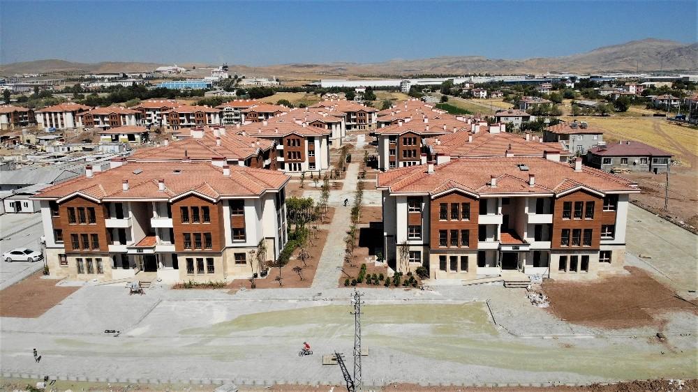 Elazığ'da depremin ardından 381 konut daha tamamlandı