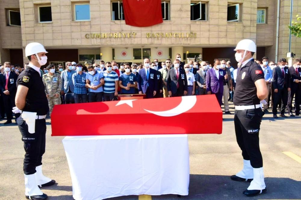 Şanlıurfa'da kalp krizi sonucu ölen savcı memleketine uğurlandı