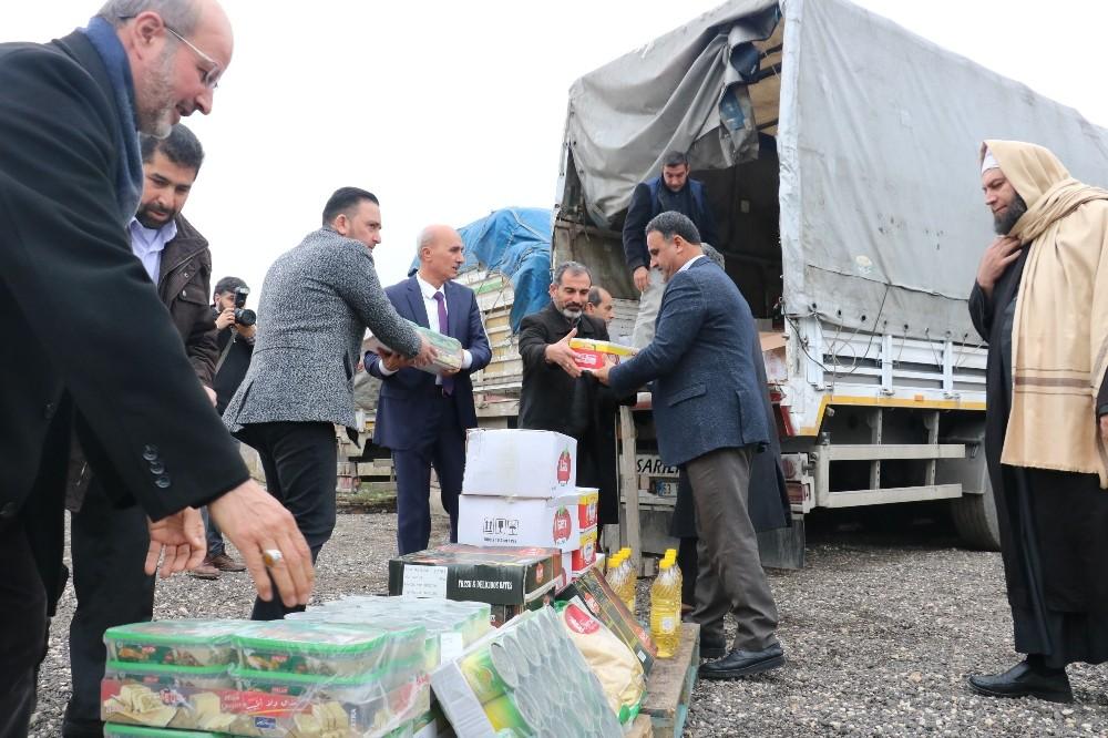İdlib'e 3 tır insani yardım malzemesi gönderildi