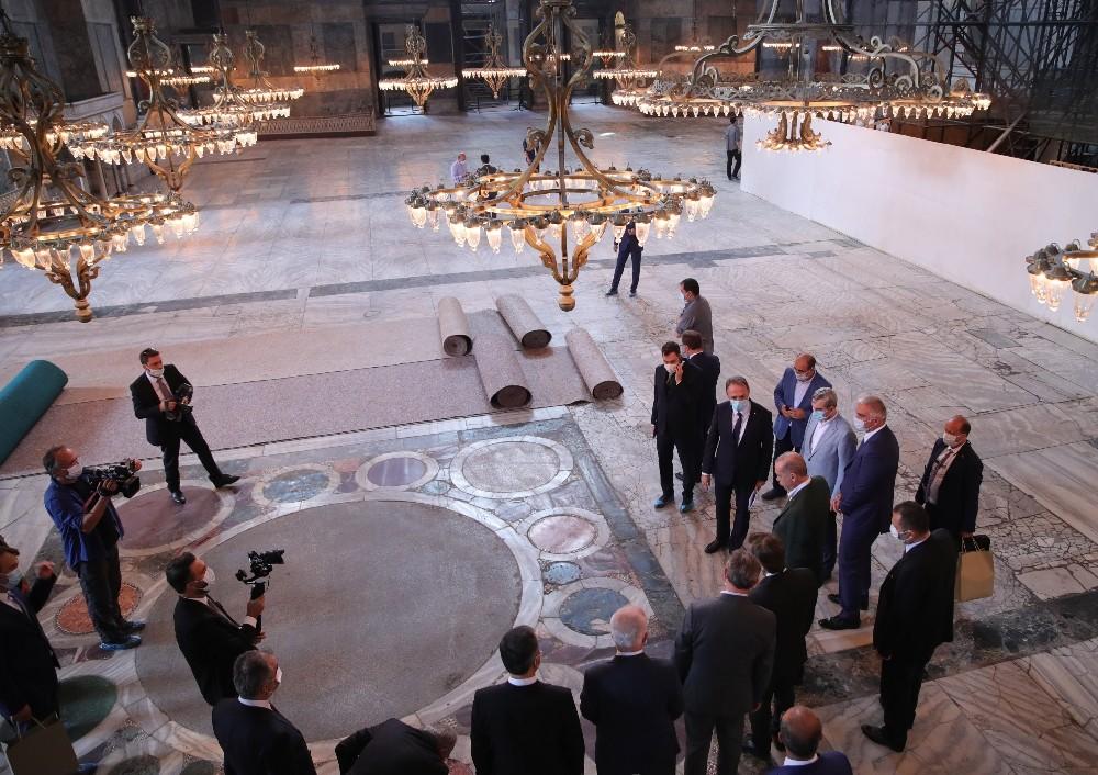 Cumhurbaşkanı Erdoğan, Ayasofya Camiinde incelemelerde bulundu