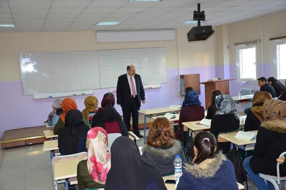 YÖK Başkanı Harran Üniversitesinde ders verdi