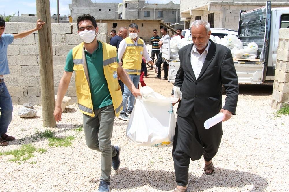 Haliliye kırsaldaki mahallelilerin yardımına koşuyor