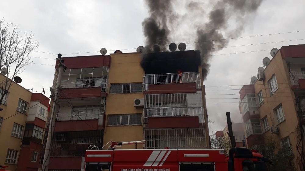 Yangında mahsur kalan 2 kişi son anda kurtarıldı