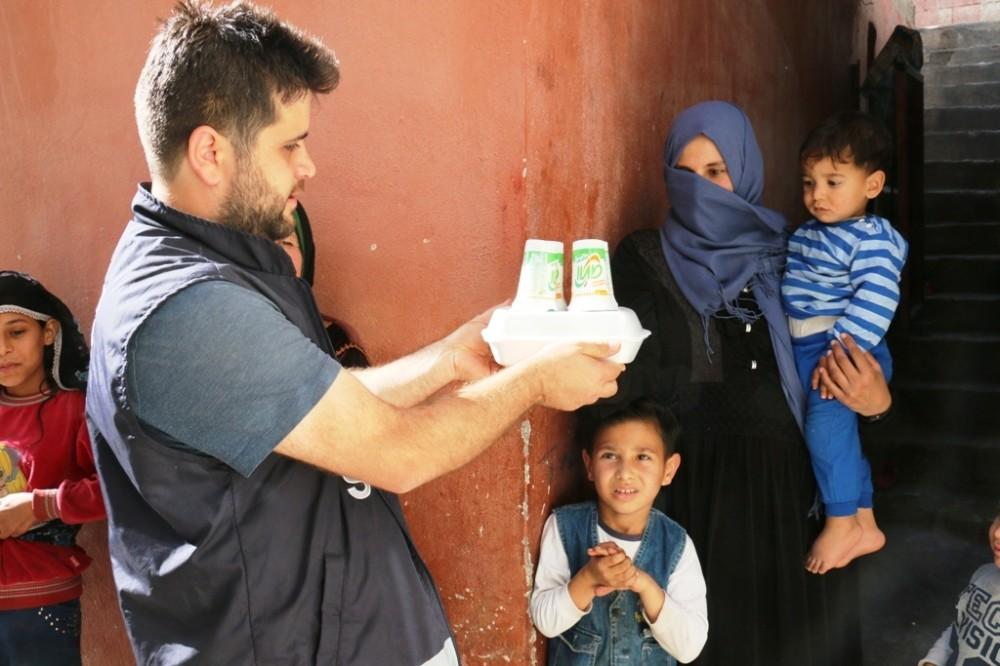 Akçakale'de bin aileye sıcak iftar yemeği