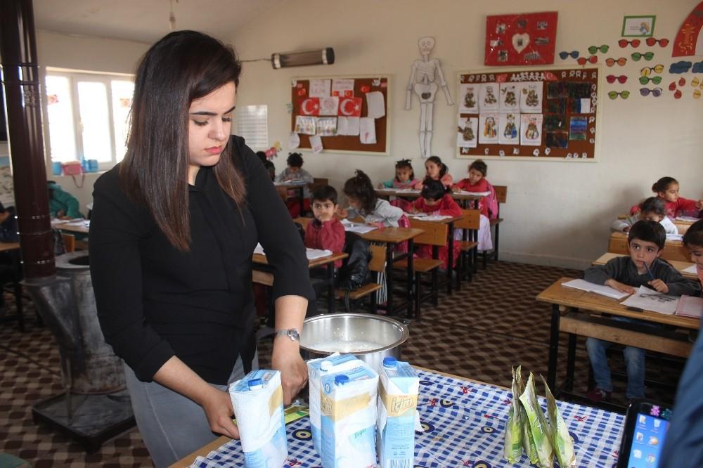 Köy okulunda ders ortasında puding keyfi