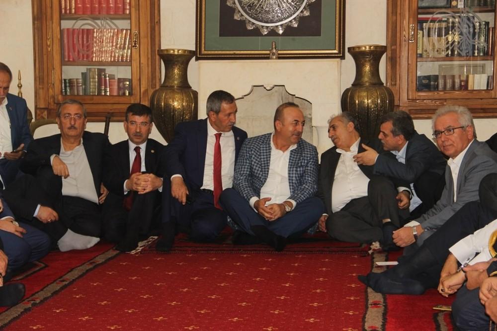 Dışişleri Bakanı Çavuşoğlu Irak ve Suriyeli muhaliflerle bir araya geldi