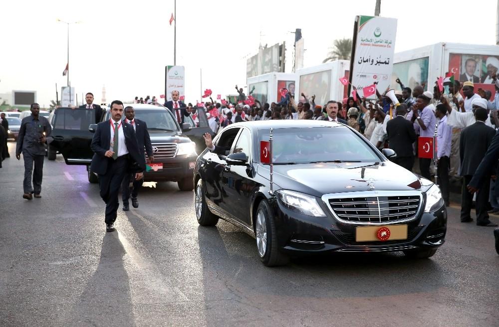Cumhurbaşkanı Erdoğan'a Sudanlılardan sevgi seli