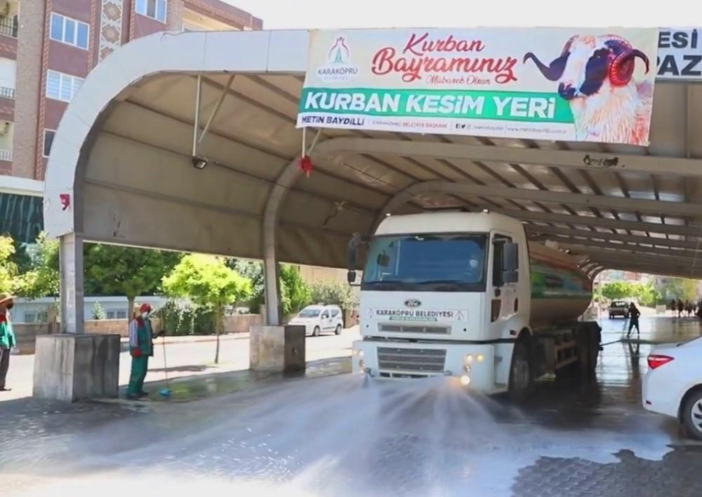 Karaköprü'de Kurban kesim sonrası dezenfekte çalışması